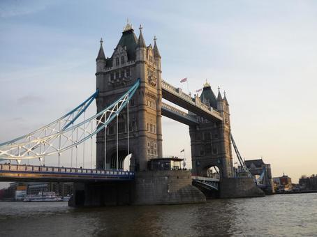 ロンドンの跳開橋