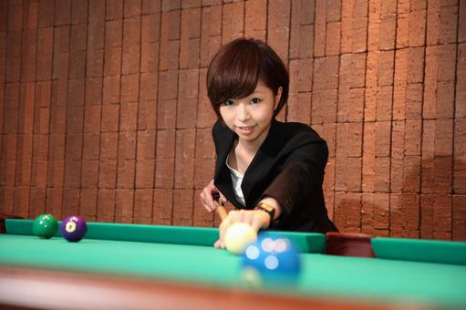 Female employee who plays billiards 2