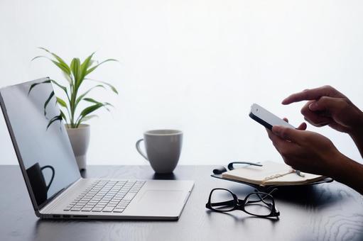 企業形象:智能手機操作