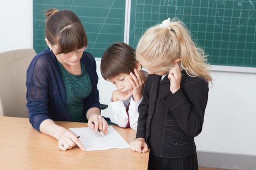 小学学生获得教讲台1