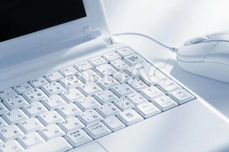 パソコンとマウス ブルーグレーの写真