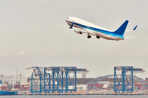 하네다 공항을 이륙하는 비행기