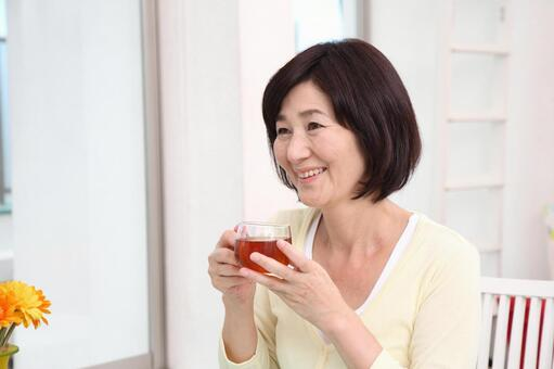 高級女裝1茶飲料