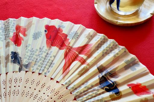 Use a cool goldfish fan