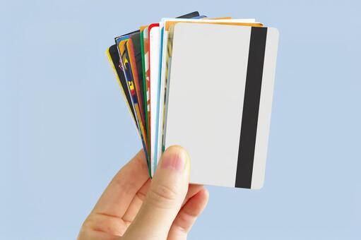 손에 든 여러 카드 류