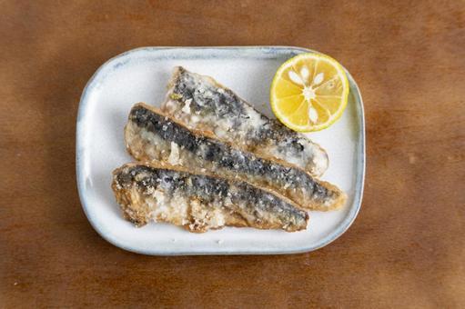 Deep-fried sardines 1