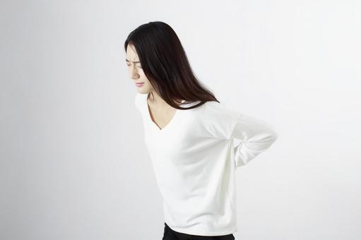 Japanese women suffering from back pain 1
