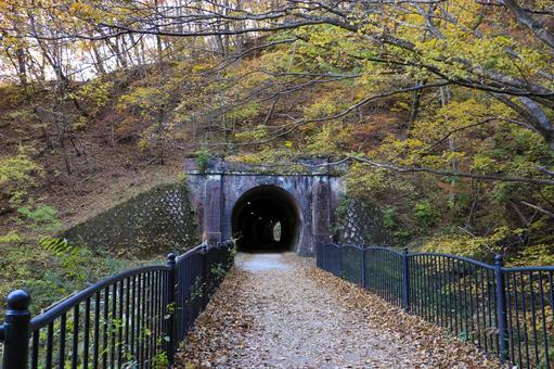 Autumn Apt Road Hiking Road (2)
