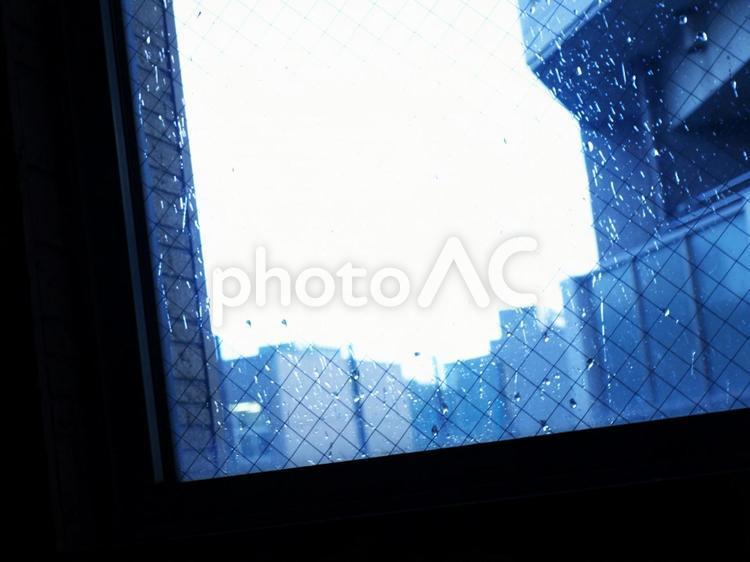 外は雨 孤独の写真