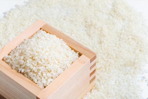 お米(一合枡に入った白米)