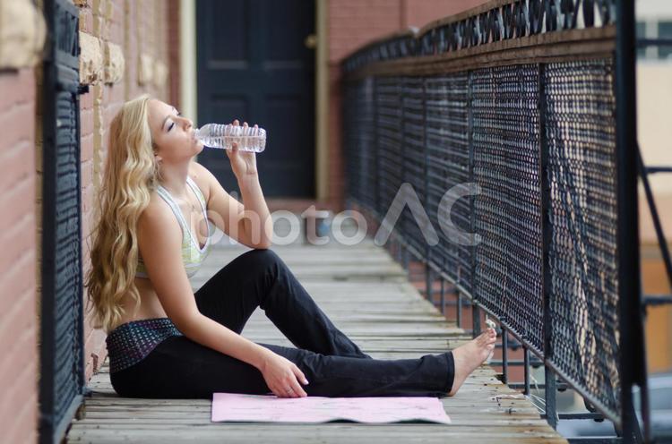 若い女性 エクササイズ34の写真