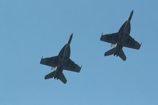 Two aircraft in parallel during fighter training
