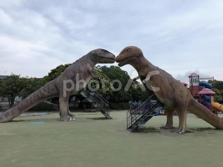 恐竜のすべり台の写真