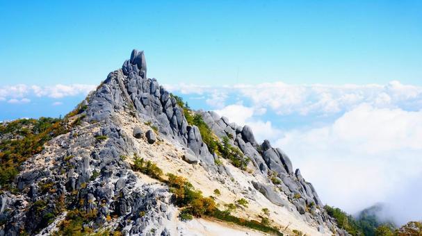 地蔵岳의 바위 산 정상
