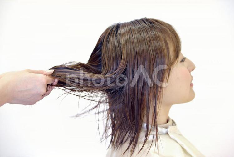 美容室 カットする女性8の写真