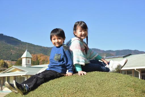 직접 산에 앉아 아이들