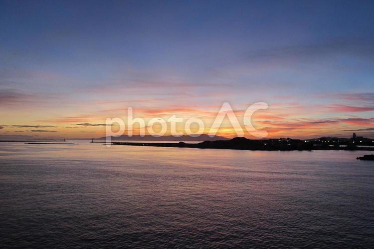 夕暮れの和歌山港の写真