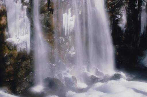冬季的Karasawa瀑布