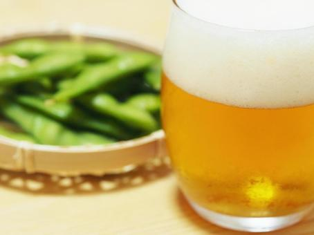 Edamame and beer (close up to beer)