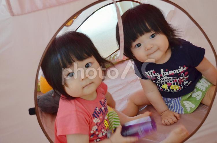 双子女子 おうち遊びの写真