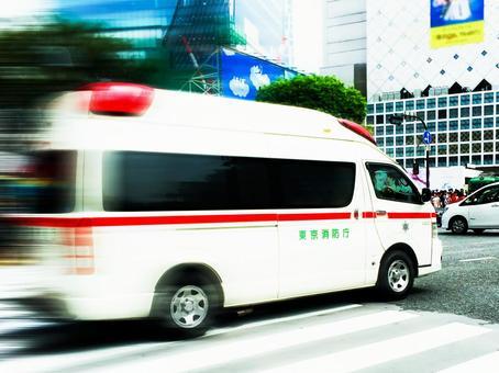 Ambulance rushing into a scrambled intersection