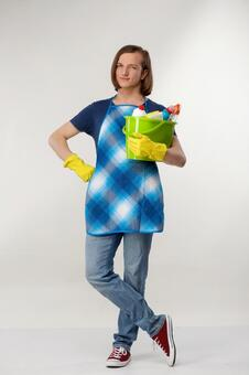 Foreign men of dark blue shirts with a cleaning bucket 5
