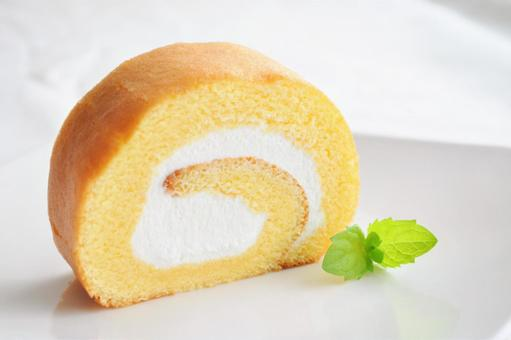 Plain roll cake with fresh cream and sponge dough_Sweets / Sweets image