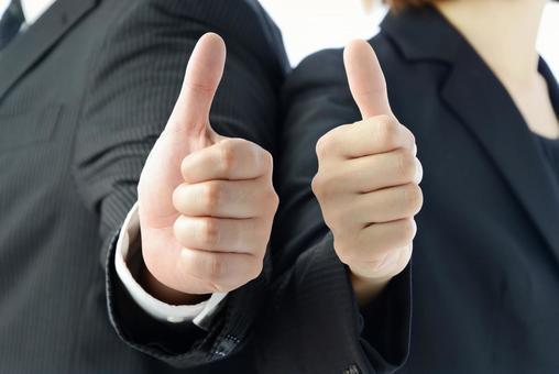 親指を立てるビジネスチーム