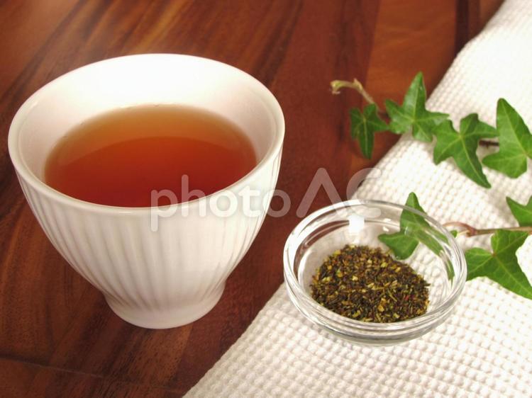 ルイボスティーと茶葉の写真