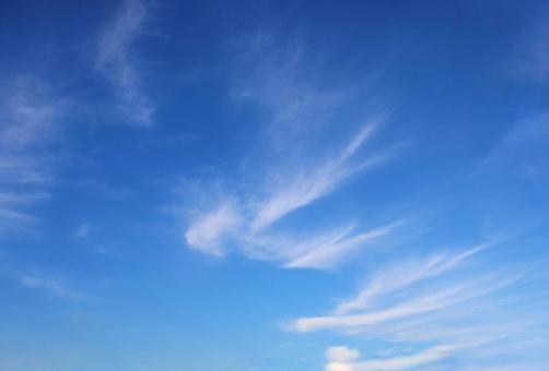 Signs of autumn Feather-like clouds