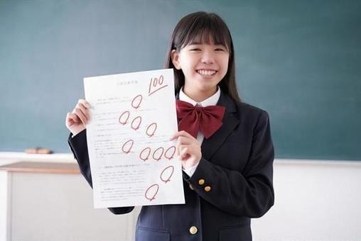 Japanese junior high school girl who got 100 points in the test