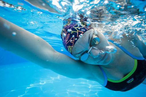 수중 촬영 헤엄 치는 여성 5