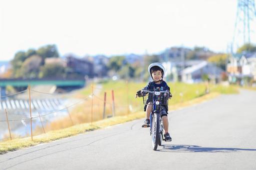 子供自転車の写真素材|写真素材なら「写真AC」無料(フリー)ダウンロードOK