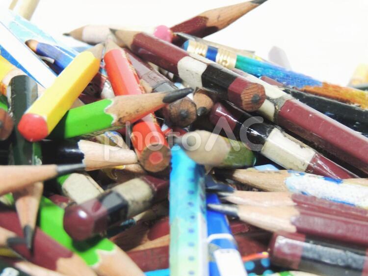 鉛筆の山積みの写真