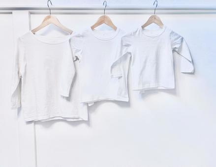 Pure white long-sleeved T-shirt