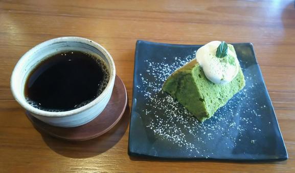 抹茶シフォンケーキと珈琲