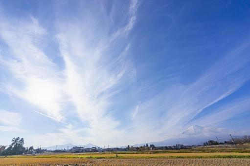 가을 줄무늬 구름과 후지산