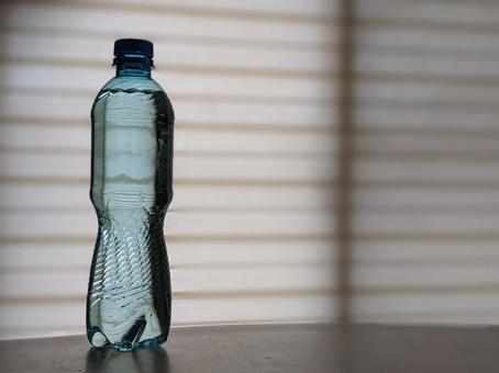 藍色PET瓶礦泉水