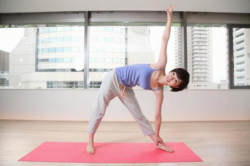 Female yogaing 7