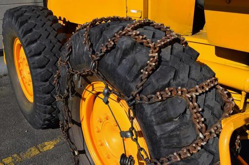 Snowplow tire chains