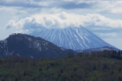 Mt. Yotei with the remaining snow seen from Mt. Teine