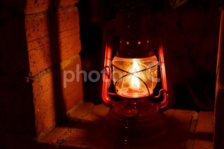 ランタンの柔らかな明かりの写真