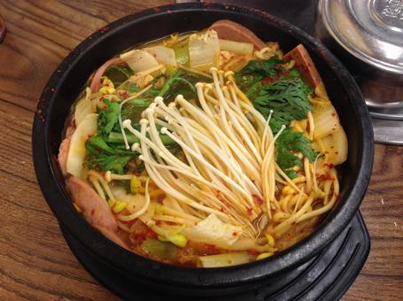 한국 팬 떡 기분 콩나물 파