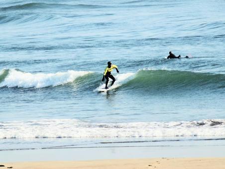 겨울 바다 서핑