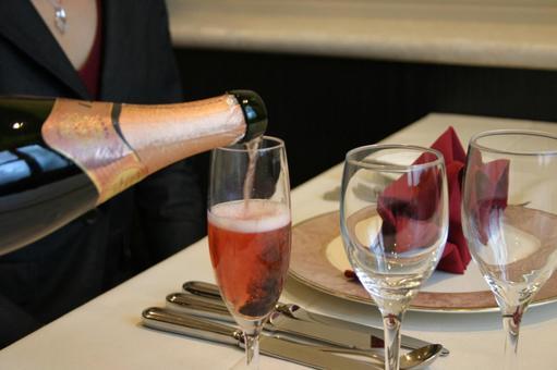 Champagne serve