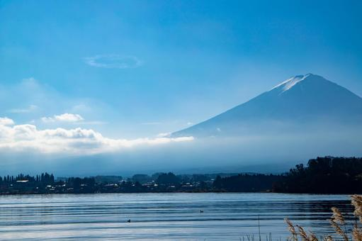 Mt. Fuji and the cityscape at the foot of the mountain