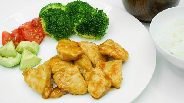 데리야끼 치킨과 야채 곁들여