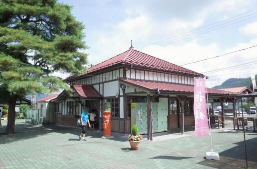 Nagao station building