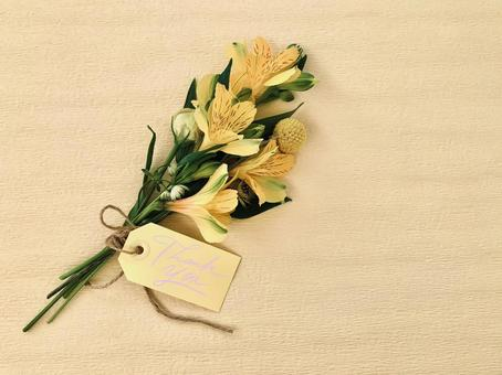 "Bouquet of yellow flowers with ""Thank you"" tag"