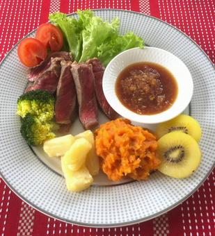 Roast beef and mashed potato lunch